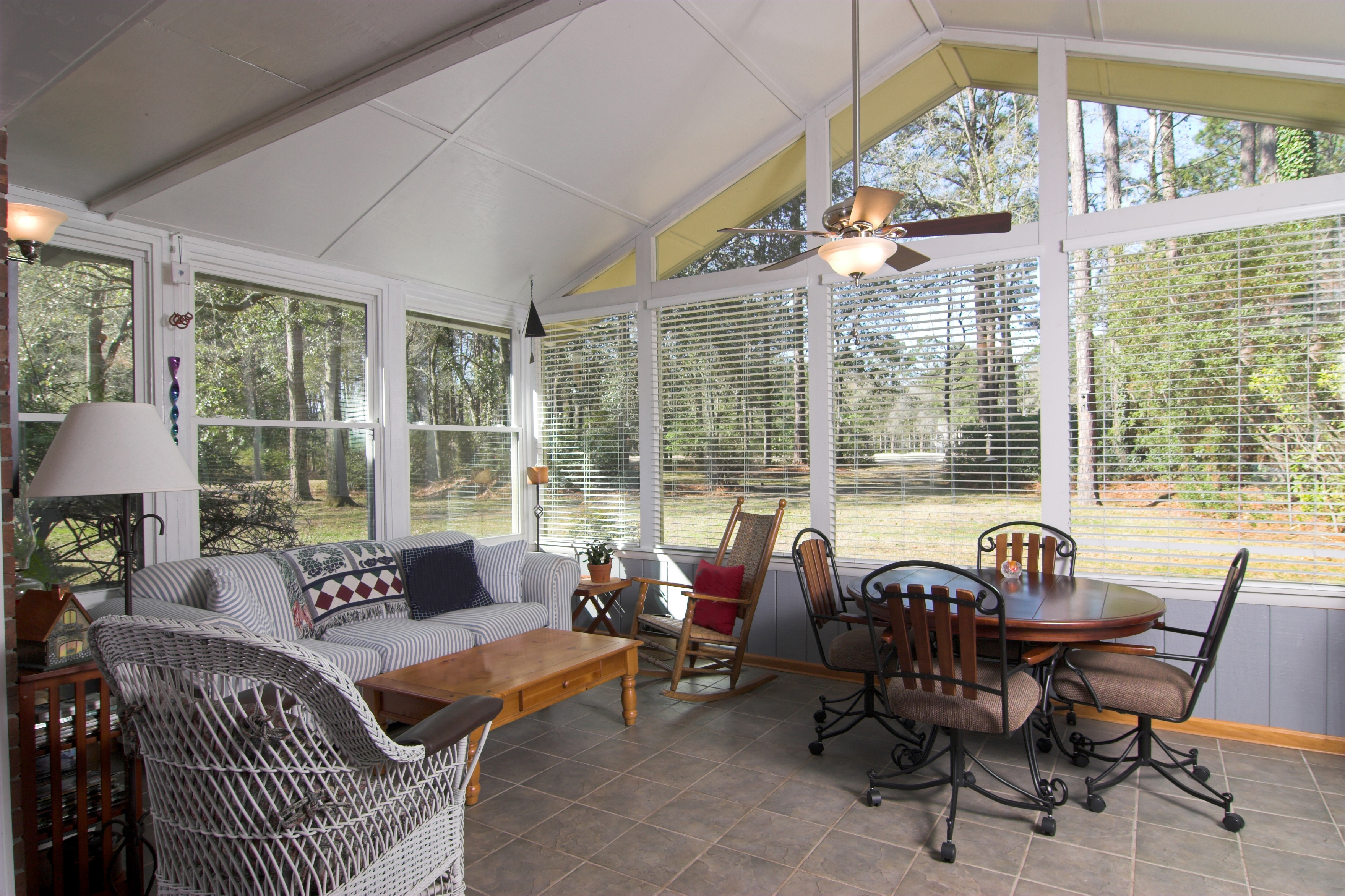 Sunrooms lynchburg four seasons residential for 3 season sunroom designs